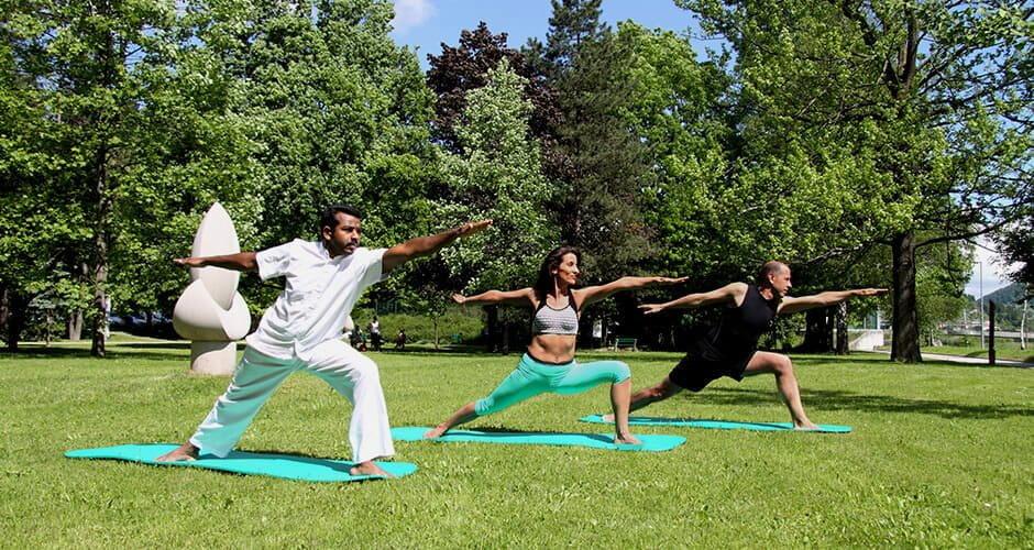 Energy joga z indijskim joga mojstrom