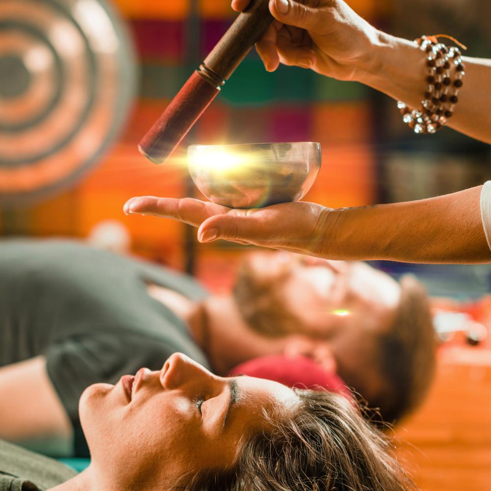 Zvočna kopel z gongom in tibetanskimi posodami