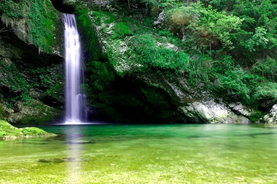 Velnes v naravi z vodnimi kristalnimi energijami Slapu Grmečica