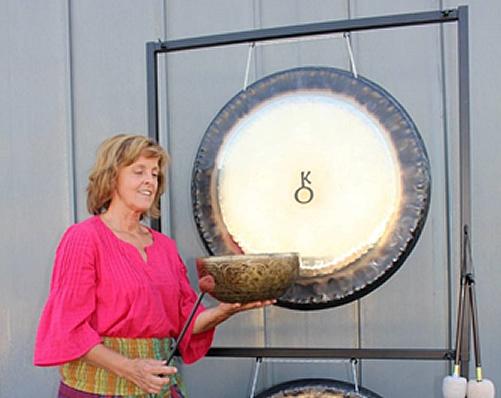 Zvočna gong kopel po zvezdami